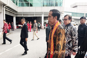 Jokowi in Kuching to Meet Malaysian Prime Minister