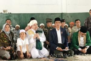 Kunjungi Ponpes di Lombok, Jokowi Didoakan Terpilih lagi (Video)