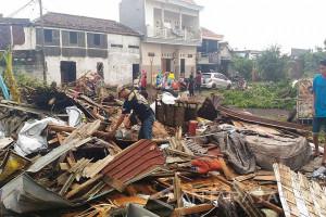 Siswa MI Darul Ulum Sidoarjo Diliburkan akibat Puting Beliung (Video)