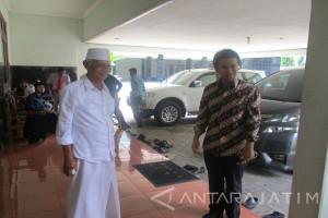 Emil Temui KH Anwar Iskandar di Kediri
