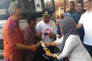 Mandiri Permudah Pembayaran Penumpang Bus Bandara Juanda