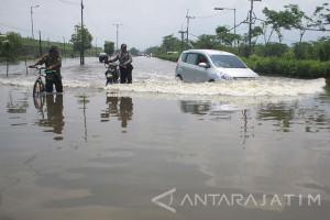 Pompa Air Disiagakan Atasi Banjir di Porong (Video)