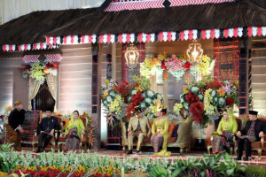Nuansa Nusantara Desain Tenda Resepsi Kahiyang-Bobby