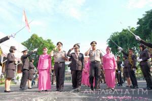 Kapolrestabes Surabaya Lepas 49 Purnawirawan