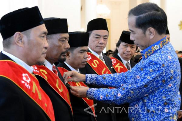 Pendonor 100 Kali dapat Anugerah Satyalencana dari Presiden Jokowi (Video)