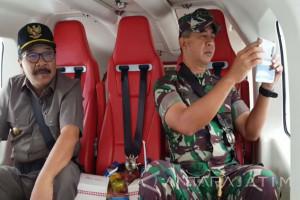 Gubernur-Pangdam Tinjau Lokasi Bencana Pacitan Melalui Udara (Video)