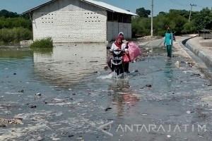 Banjir Rob Landa Pesisir Jumiang Pamekasan