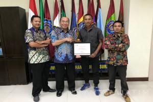 Pemain Persebaya dapat Beasiswa dari UM Surabaya