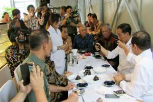 Ngopi di Bandung Jokowi