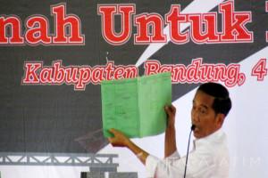 10 Ribu Sertifikat di Kab Bandung Dibagikan Jokowi (Video)