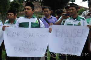 Massa Santri Beri Dukungan Moral Rekannya di PN Kabupaten Kediri (Video)