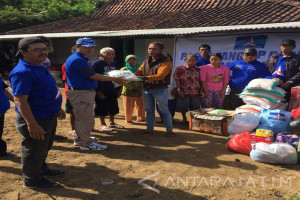 Bantuan Demokrat Surabaya Sasar Wilayah Terparah Korban Banjir Pacitan