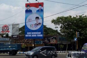 Reklame Demokrat Dukung Khofifah-Emil Bertebaran di Jatim