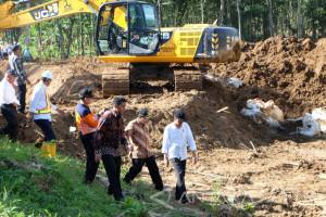 Jokowi Targetkan Kerusakan Infrastruktur Pacitan Akibat Banjir Selesai Akhir Desember (Video)