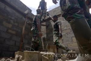 Terdampak Bencana, TNI Rehab 440 Rumah Warga Pacitan (Video)