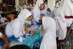 Antisipasi Difteri, SD Al-Muttaqien Periksa Kesehatan Siswa