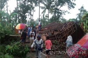 Puluhan Rumah Warga di Bondowoso Rusak Diterjang Puting Beliung