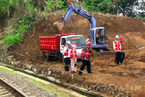 President Lays Cornerstone for Sukabumi-Bogor Double Track Construction