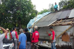 Warga Korban Bencana Puting Beliung Terima Bantuan Pemkab Lumajang