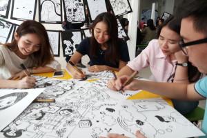 Ingatkan Jasa Ibu, Mahasiswa Ubaya Buat Ratusan Poster Satir