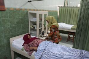 Klinik Siti Aisyah Periksa IVA-ANC Gratis Peringati Hari Ibu