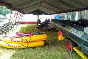 Polisi Bojonegoro Siapkan Perahu Karet Hadapi Banjir (Video)