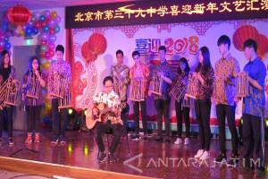Angklung Diapresiasi Sekolah di Beijing (Video)