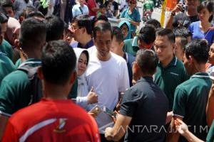 Jokowi dan Kaesang Jalan Santai di Malioboro (Video)