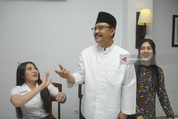 Gus Ipul Gandeng Via Vallen-Nella Kharisma (Video)