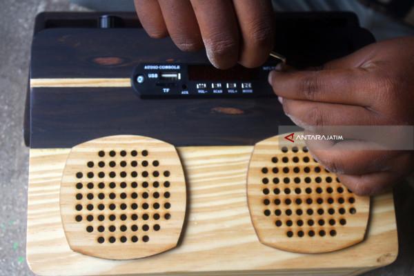 Radio Dari Limbah Kayu