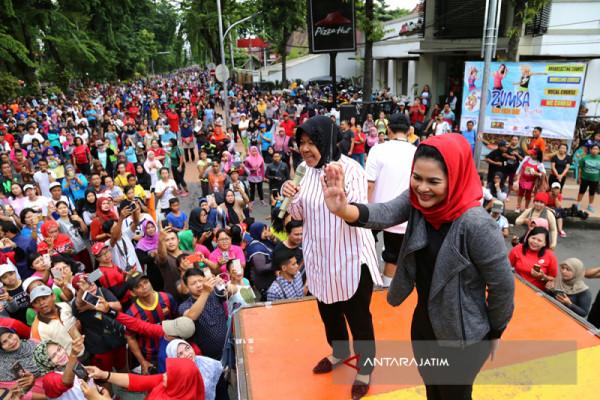 Risma-Puti Sapa Warga Surabaya di CFD