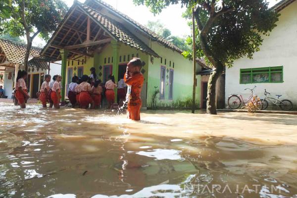 Intensitas Hujan Tinggi, Ratusan Rumah Jember Terendam Banjir (Video)