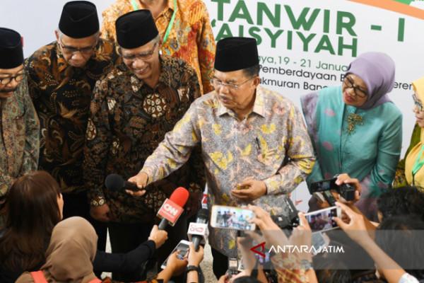 Pakde Karwo Nilai Jelang Pilkada Suasana Politik Jatim Akrab (Video)
