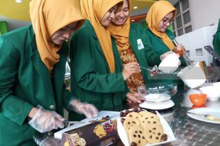 Mahasiswa Unusa Buat Biskuit Atasi Mual pada Ibu Hamil