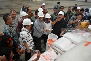Anggota DPR-RI Pantau Gudang Bulog Sidoarjo (Video)