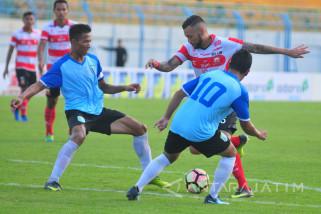 Madura United FC  vs Persela