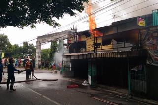 Sebuah Toko di Sdoarjo Hangus Terbakar