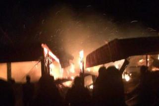 Sejumlah Rumah dan Kios Wisata Sarangan Terbakar