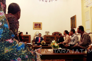 di Istana Jokowi Terima Nelayan Cantrang (video)