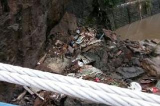 Rumah Warga Malang Hancur Akibat Terjangan Puting Beliung