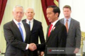 Di Istana Merdeka Jokowi Terima Menhan AS