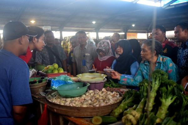 Harga Kebutuhan Bahan Pokok di Bangkalan Stabil