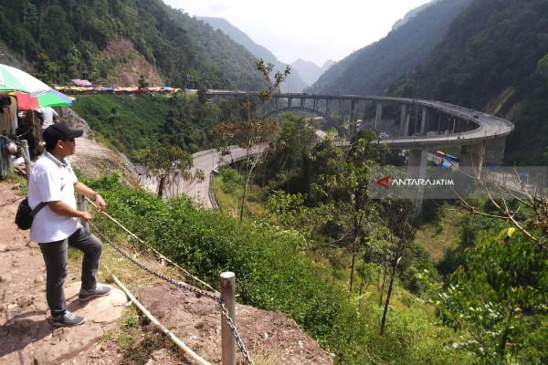 Keelokan Jalan Layang Kelok Sembilan Sumatera Barat (Video)