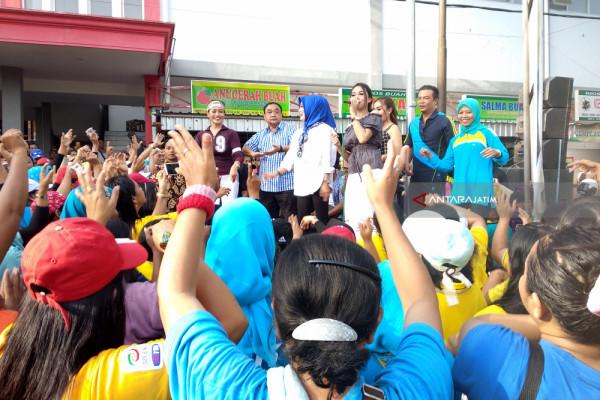 Kampanye di Pasar, Margiono Ajak Ibu-ibu Berjoget (Video)