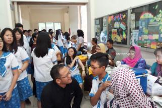 Ribuan Siswa SMA di Surabaya Diimunisasi Difteri