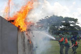 Satlinmas Kota Madiun Ikuti Pelatihan Pemadaman Kebakaran