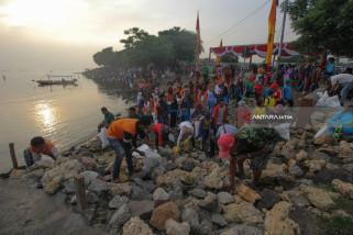 Aksi Bersih Sampah Suramadu