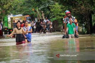 Foto Kolase - Banjir Lagi... Banjir Lagi Landa Jawa Timur