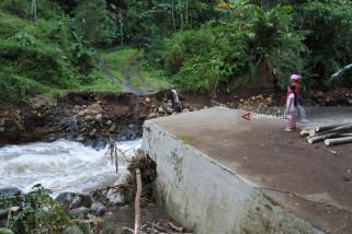 Sejumlah Jembatan di Jember Rusak Diterjang Banjir-Longsor