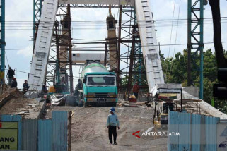 Tali Penggantung Jembatan Bengawan Solo Tunggu dari China